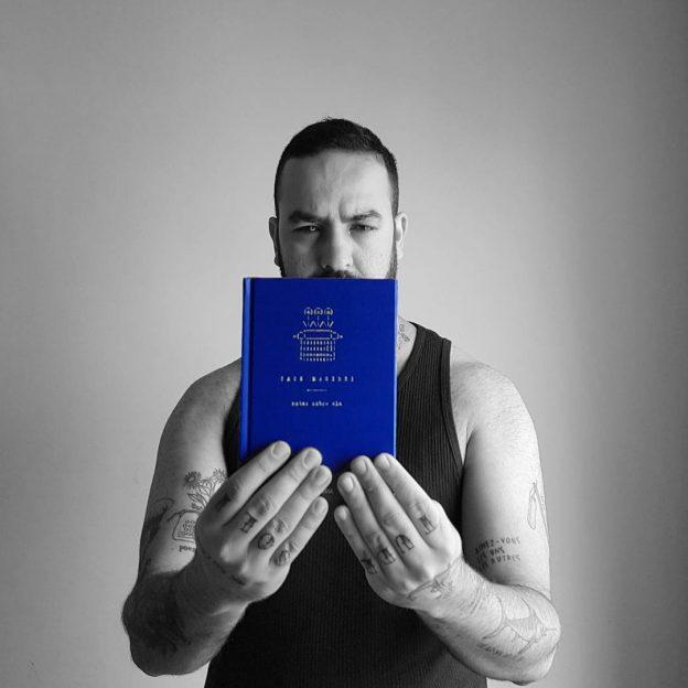Conhecido por postar em suas redes sociais poesias datilografadas, Zack soma mais de 700 mil seguidores compartilhando notas, textos e poesias.